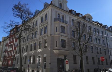 Fassadenrenovierung einer historischen Fassade in München Schwabing durch den Maler Meisterbetrieb Schume 2014