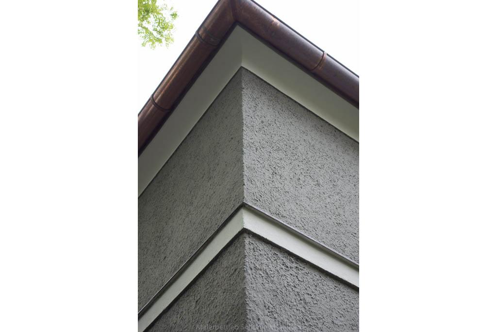 Fassade Detail Gesimse nach Renovierung Maler Schume München